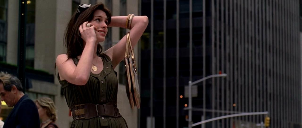 【解説】ファッションに無頓着な女性の解放をシャネルジャケットが演出