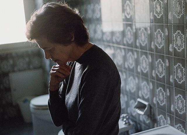 【解説】日常が徐々に崩れ去る中、アンナが抱える不安