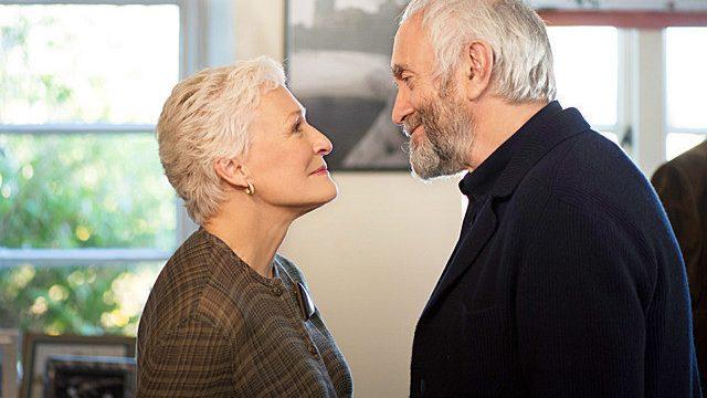 映画「天才作家の妻 40年目の真実」は秘密を守り続けてきた夫婦を描く