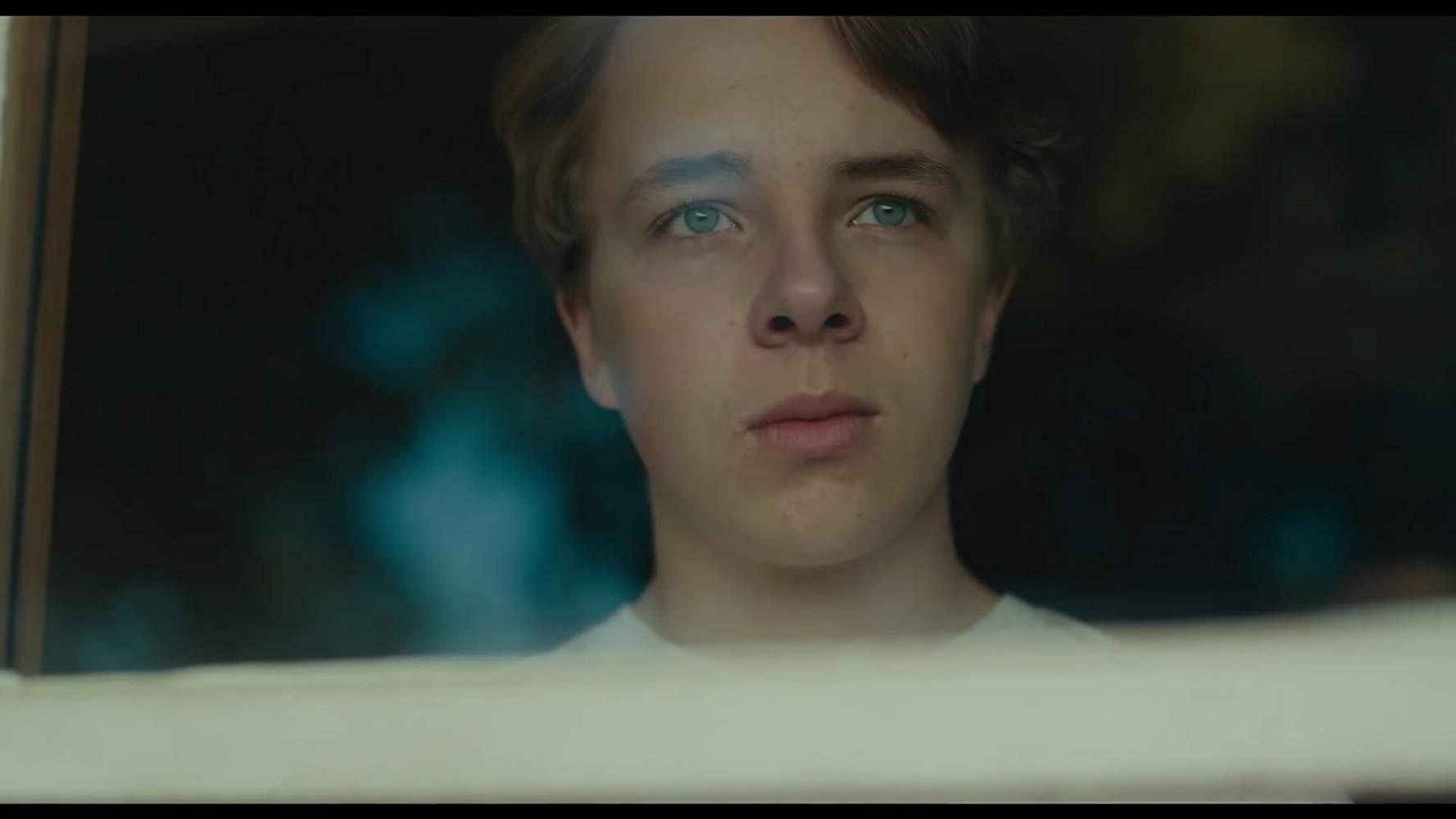 【解説】目を覆うような光景の中で成長する息子