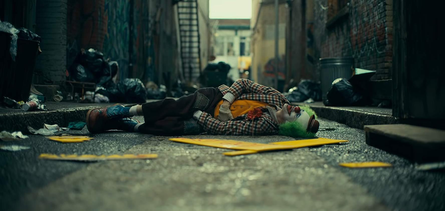 見捨てられ、裏切り続けられたジョーカー。ジョーカー誕生の理由は周囲の環境だった