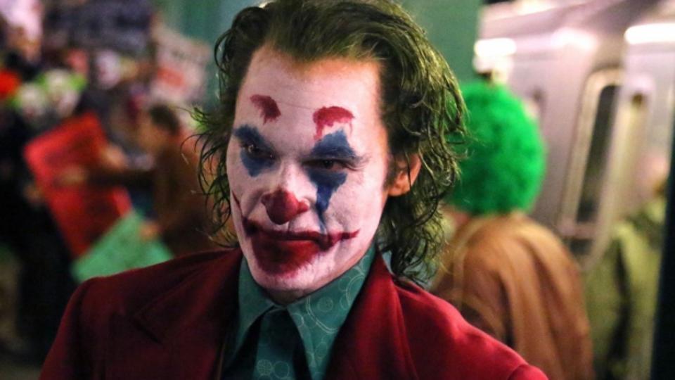 映画「ダークナイト」でジョーカーが示した「誰でも悪に堕ちる」がより響く