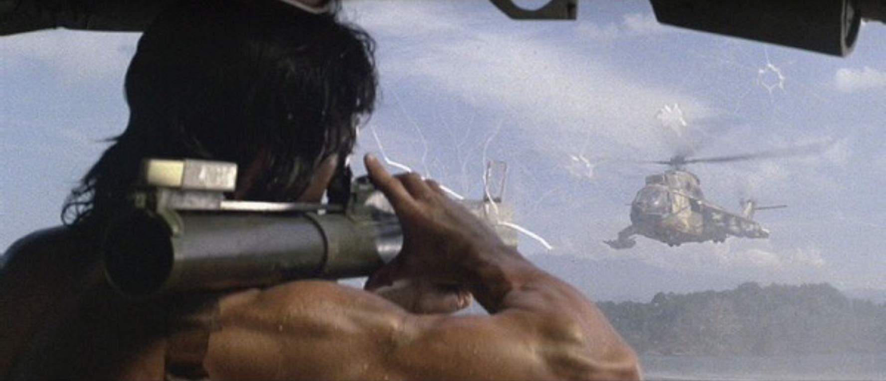 攻撃ヘリコプター、M60、ナイフ…ミリタリー・マニア垂涎の兵器の数々